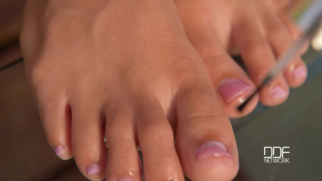 Outdoor Enjoyment - Two Babes Suck Sexy Toes On Terrace
